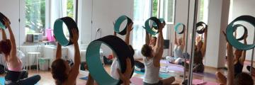Praktyka z kołem do jogi